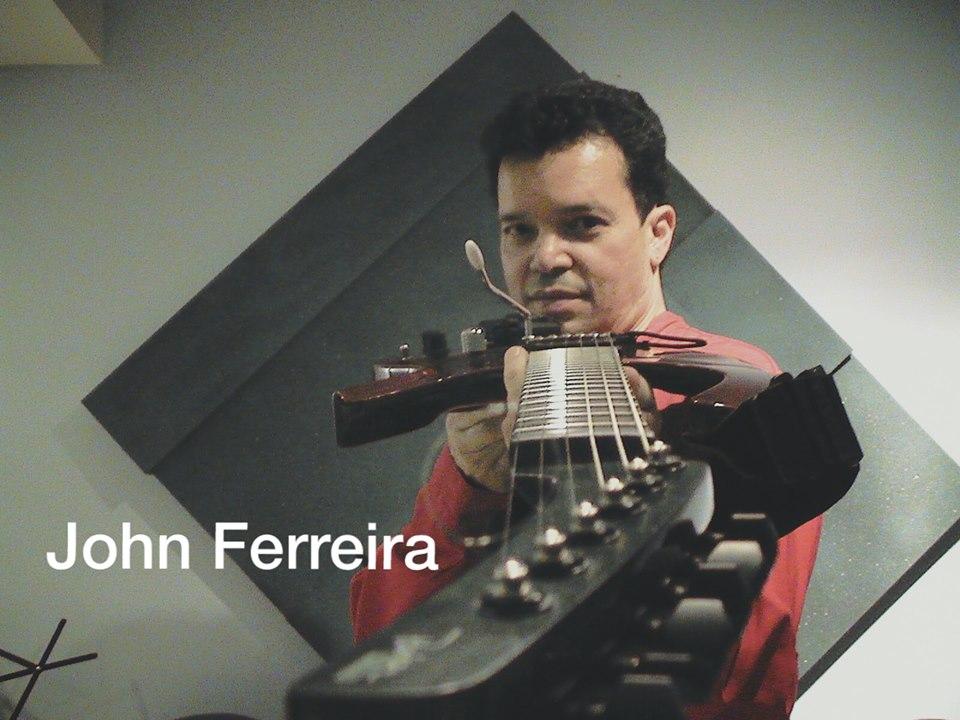 John Ferreira, vocalista e guitarrista ao vivo